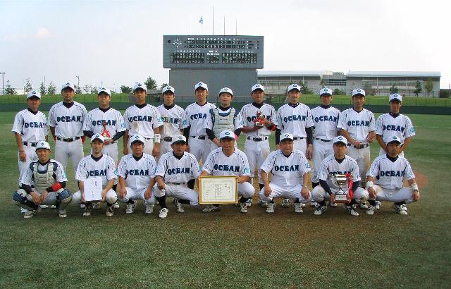 第5回東日本クラブカップ大会で優勝したときの記念写真(2012年10月7日仙台市民球場)