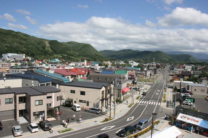 現在の上川町の街並み風景(上川町提供)