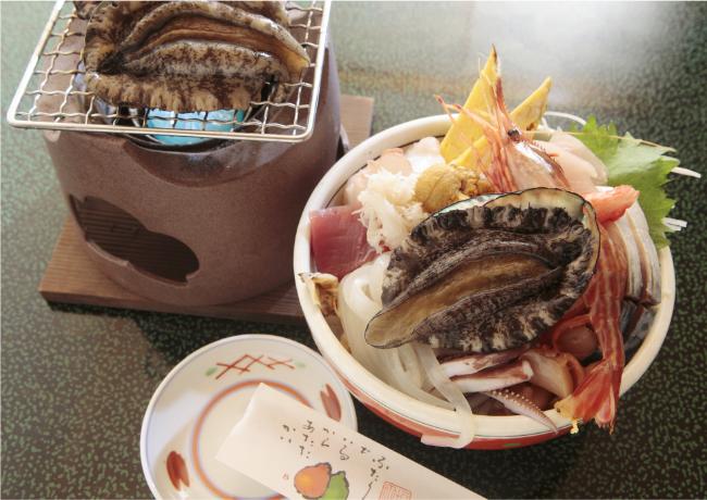 あわび踊り焼き(2個)1500円 豪華海鮮丼2800円