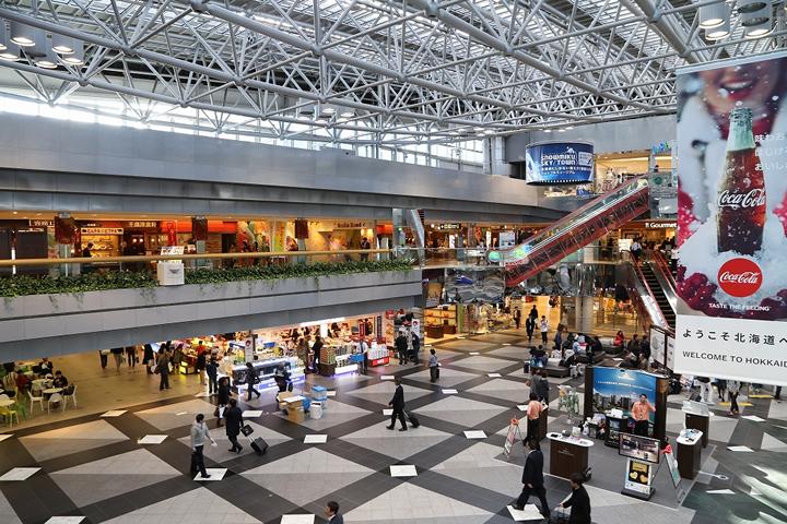 新千歳空港は現代北海道のお土産の最前線