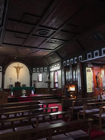 パイプオルガンの調べが美しく響く、カトリック北一条教会の聖堂
